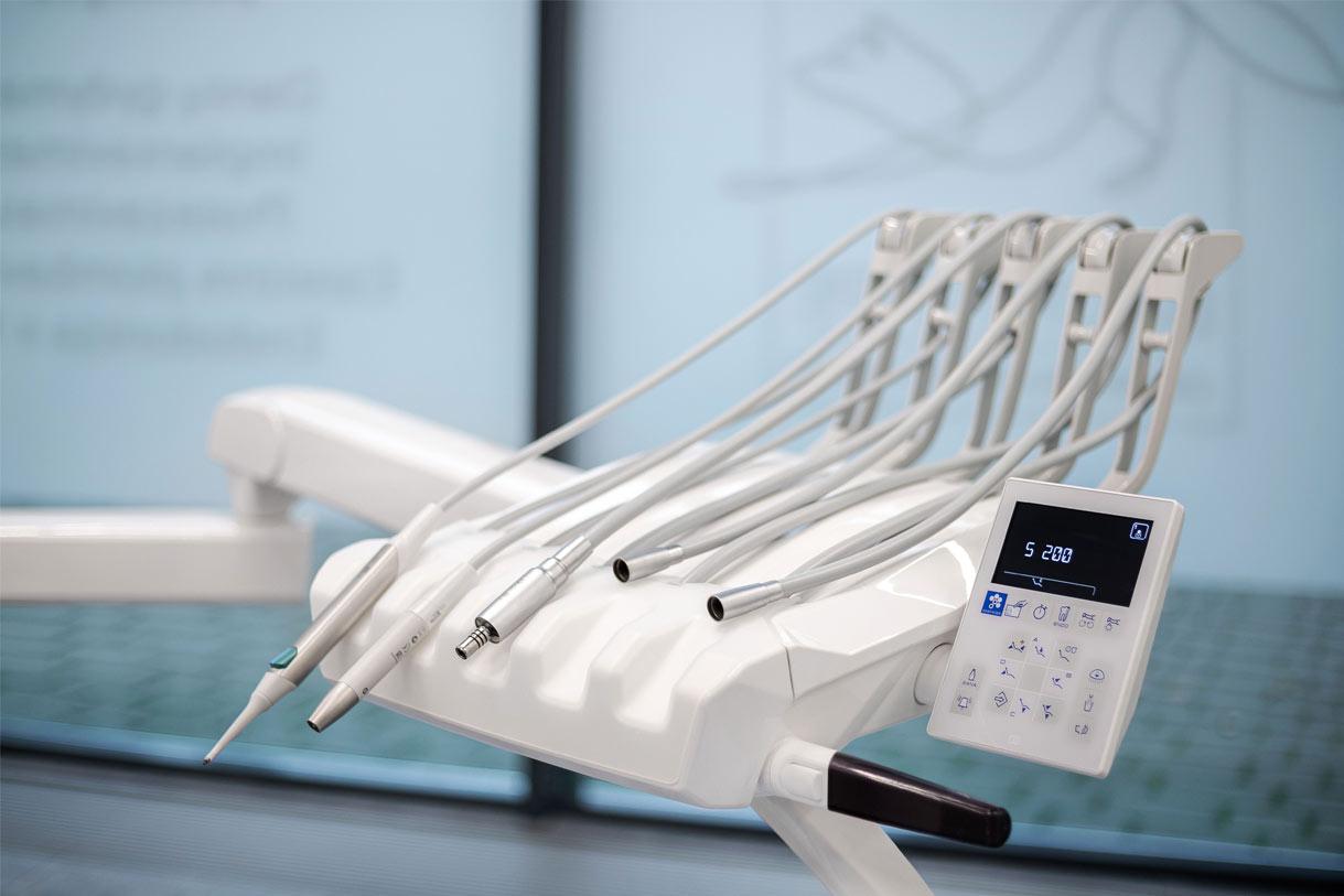 Odontologinė įranga Balta lapė odontologijos klinikoje