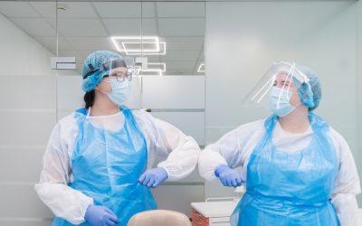 Odontologai perspėja: Kaukės dengia šypsenas, bet ne problemas